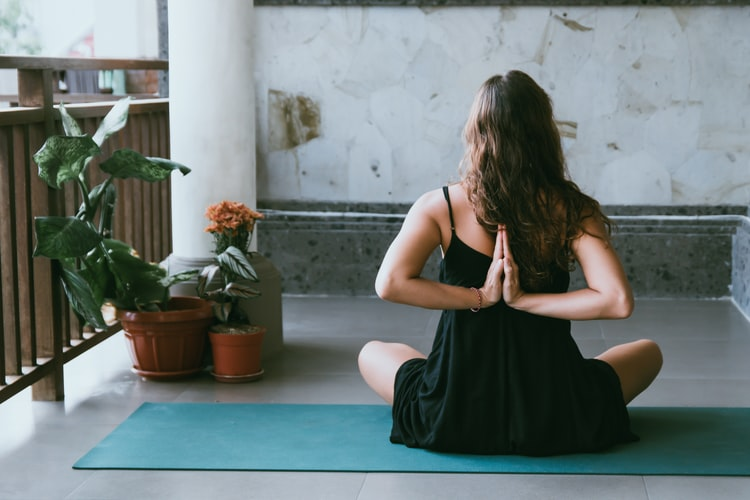 Online Yoga Classes Pros & Cons of Virtual Sessions